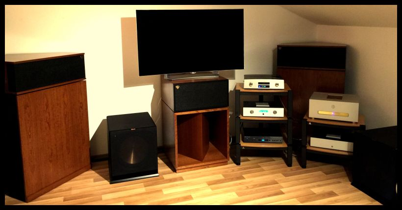 .... an absolute amazing fantastic setup , which will have a new place in a comin´soon home - ein tolles set-up , was dann irgendwann nochmal neu aufgestellt wird im kommenden grösseren Raum im Haus oder im Loft , what ever ... hier haben wir alles an excellentem HighEnd verbaut , Sovereign Ultra HighEnd Signature Series The Glory & Aaron No22 HighEnd PreAmp + Aaron No33 HighEnd 3-channel amp , Klipschorn original in american- cherry für left und right , Klipsch La Scala in american-cherry als Centerspeaker , 2 x 15zoll Klipsch ActiveSubwoofers , Klipsch Heresy´s in american-cherry als Backspeakers , das volle Viablue Packet mit SC6 Air Speakercables , mit custom-bridges 6 Air , mit S6 Air RCA Kabeln , unserer fetten voodoofreien Verstromung , Lovan Sovereign Racks etc - als Zwischenlösung im unkonventionellen Aufbau für das kommende Home mehr als ultra-aaronizing & sovereignisationell - das geht richtig ! Much fun to the lucky customer !!! Just call at 0049 / 5068 / 3031 / phone . Und nochmals weiterhin viel Spass und lange Freude wünschen Ronny und Werner@klipsch-direct.com .