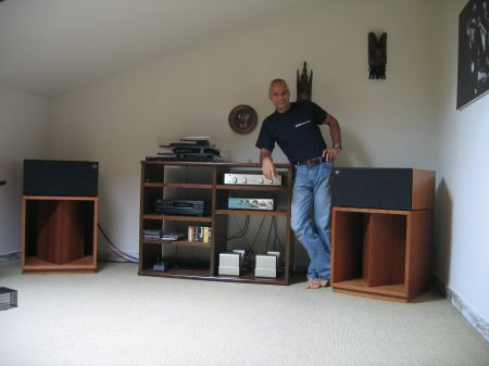 This lucky guy from Europe is just havin fun on his new Klipsch La Scala II Anniversary´s . His Ferrari is as fast as his speakers . he likes to drive them with about 120 db´s .