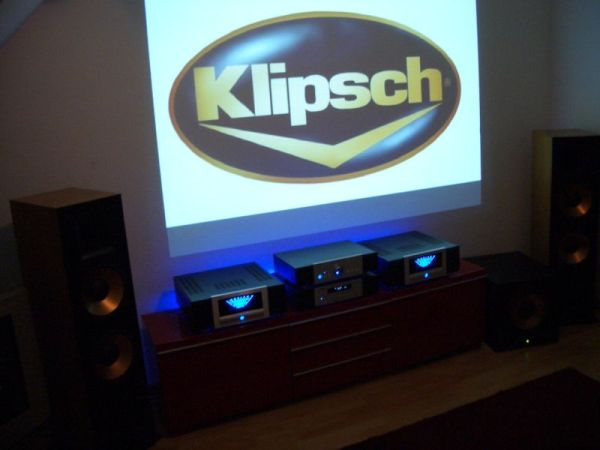 Klipsch Reference RF 7 , der Kultlautsprecher , in Verbindung mit Advance Acoustic Monoblöcken , Vorverstärker und CD-Röhren-Player von Werner Enges Atmosphere .