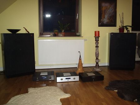 Frisch von Werner Enges Atmosphere aus Elze bei Hannover : 1 Paar Klipsch Cornwall III Anniversary in black-satin mit diversen Aaron High End Verstärkern wie z.B. Aaron No.1a . www.wernerenge.com .