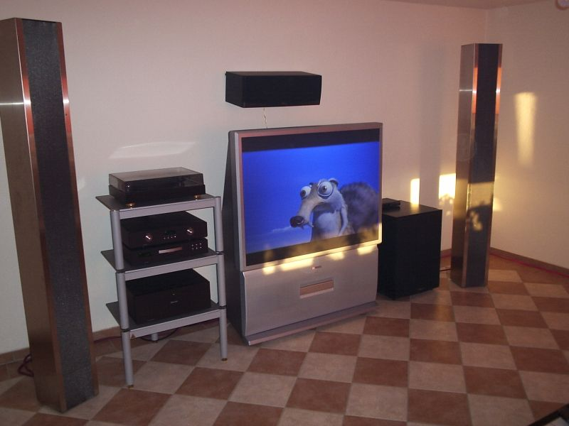 Composition einer feinen High End Home Cinema Stereo Dolby Digital DTS Anlage von Werner Enges Atmosphere-Klipsch in 31008 Elze bei Hannover . Feinste Piega Bändchensysteme kombiniert mit Klipsch Aktivsubwoofer , Klipsch rearspeakers und Klipsch Centerlautsprecher . Verkabelung High End . Racks von Lovan und feinste Electronic von Primare . Call us at 0049-5068-3031 oder 05068-3031 von 10.30-19.00 Uhr ( 10.30pm to 7pm ) . We ship worldwide - nationwide - general europe .
